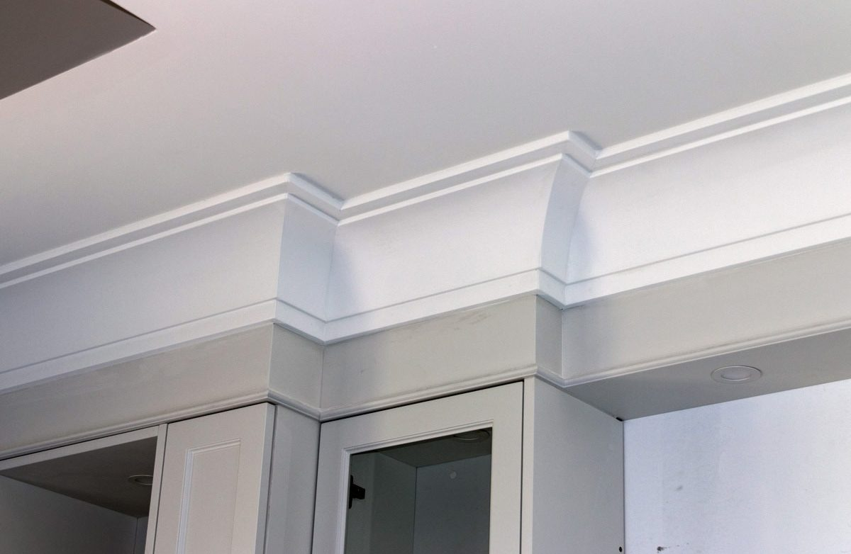 Crown moulding corner