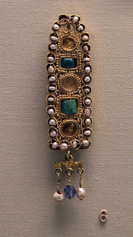 Ancient Golden Hair Ornament With Pearl
