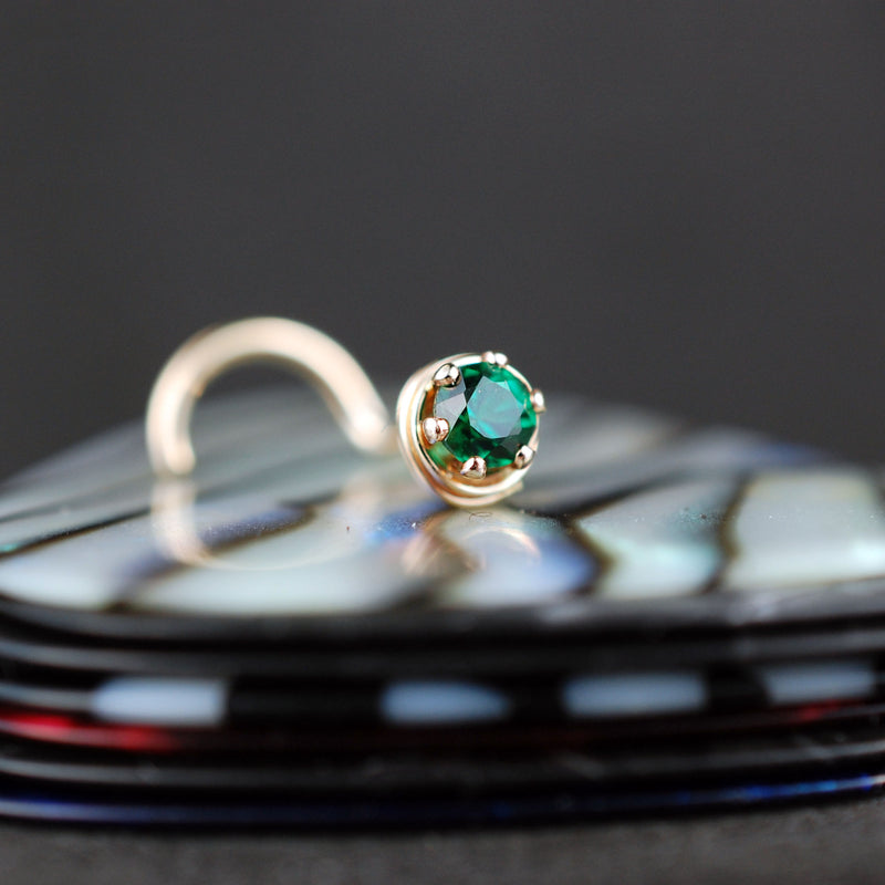 products/ATU_gold_emerald_3mm_kayla_3.jpg