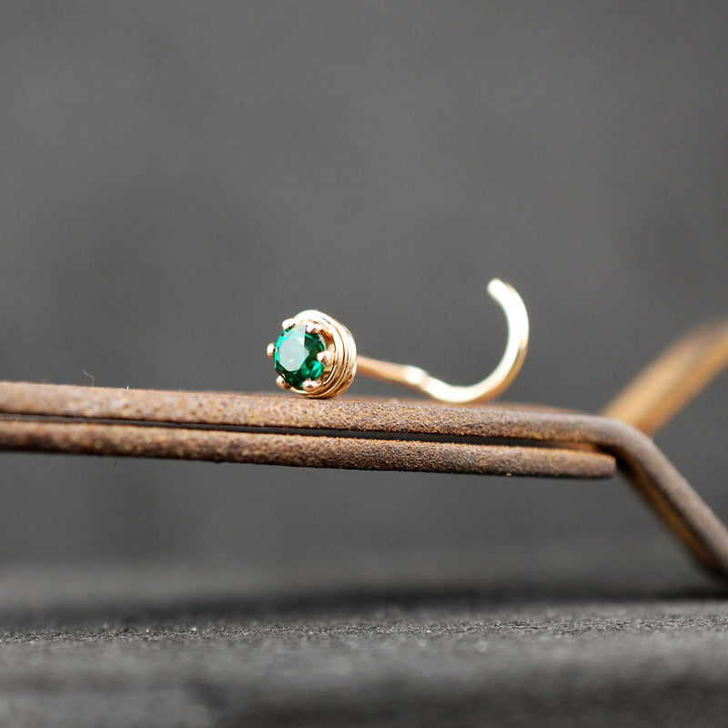 products/ATU_gold_emerald_3mm_kayla_5.jpg
