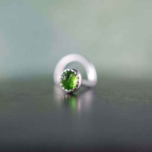 Chrome Diopside Silver Nose Stud /Serrated Bezel