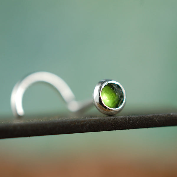 Chrome Diopside Silver Nose Stud /Straight Bezel