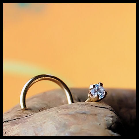 products/Diamond_Style_2mm_nose_stud_on_YGF_3.jpg