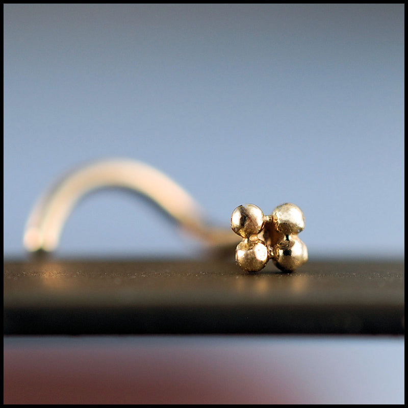 products/Gold_four_dot_stud_1B.jpg