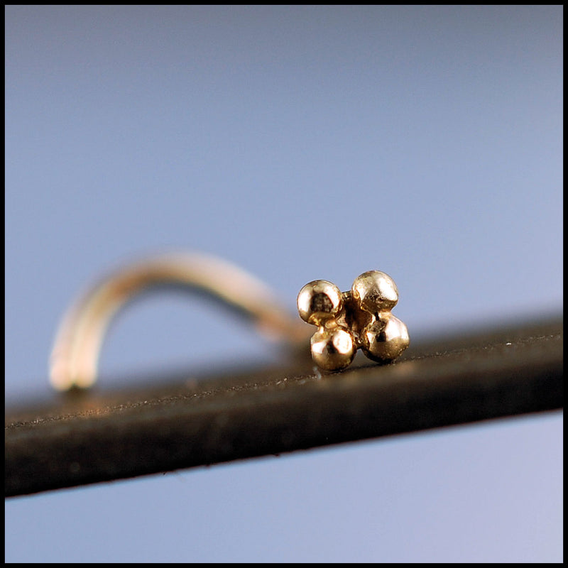 products/Gold_four_dot_stud_2B.jpg