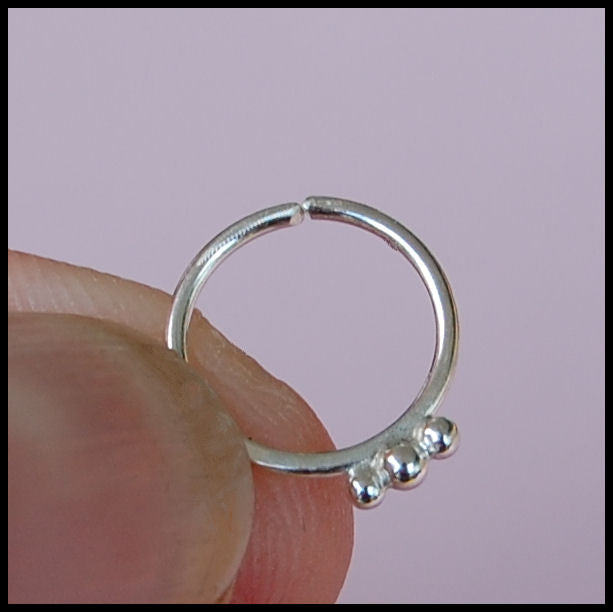 products/Sterling_Nose_ring_with_3_silver_balls_1_c4a24cf2-9c72-4266-a82b-a8c25e20a486.jpg