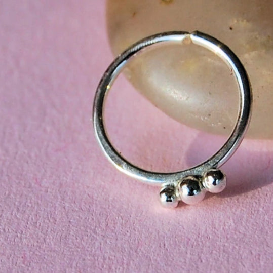 products/Sterling_Nose_ring_with_3_silver_balls_4_e6c59608-0262-422b-bd4b-7f7bbaf833e0.jpg