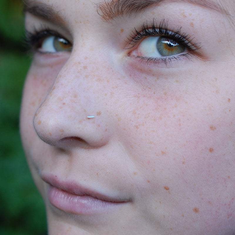 products/Straight_bar_nose_stud_rebecca_3_no_hairB.jpg