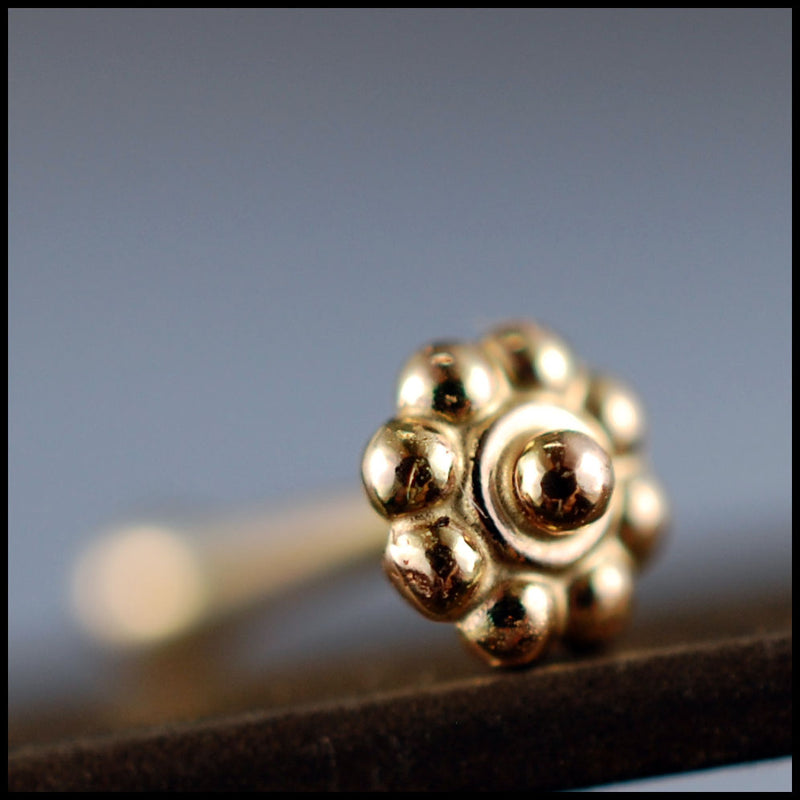 products/Tiny_Gold_Daisy_Flower_Stud_6B.jpg