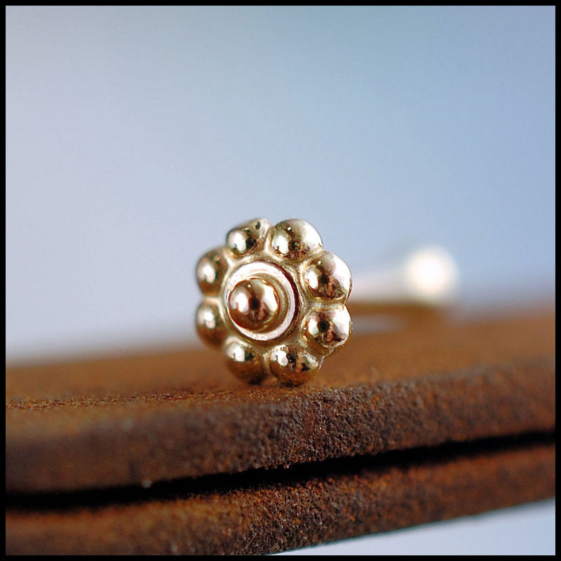products/Tiny_Gold_Daisy_Flower_Stud_7B.jpg
