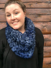 Load image into Gallery viewer, Azaria Cowl: Navy