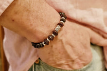 "Load image into Gallery viewer, Chic men's bracelet with dark paper pearls ""LEO"""