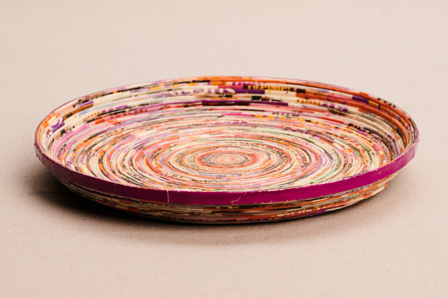 Medium-sized decorative tray made of recycled paper