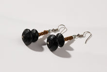 "Load image into Gallery viewer, Earrings with two paper beads ""Happy Africa"""