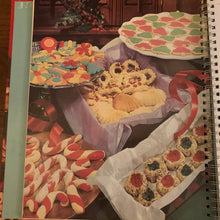 Load image into Gallery viewer, Betty Crocker's Cooky Book,  2002
