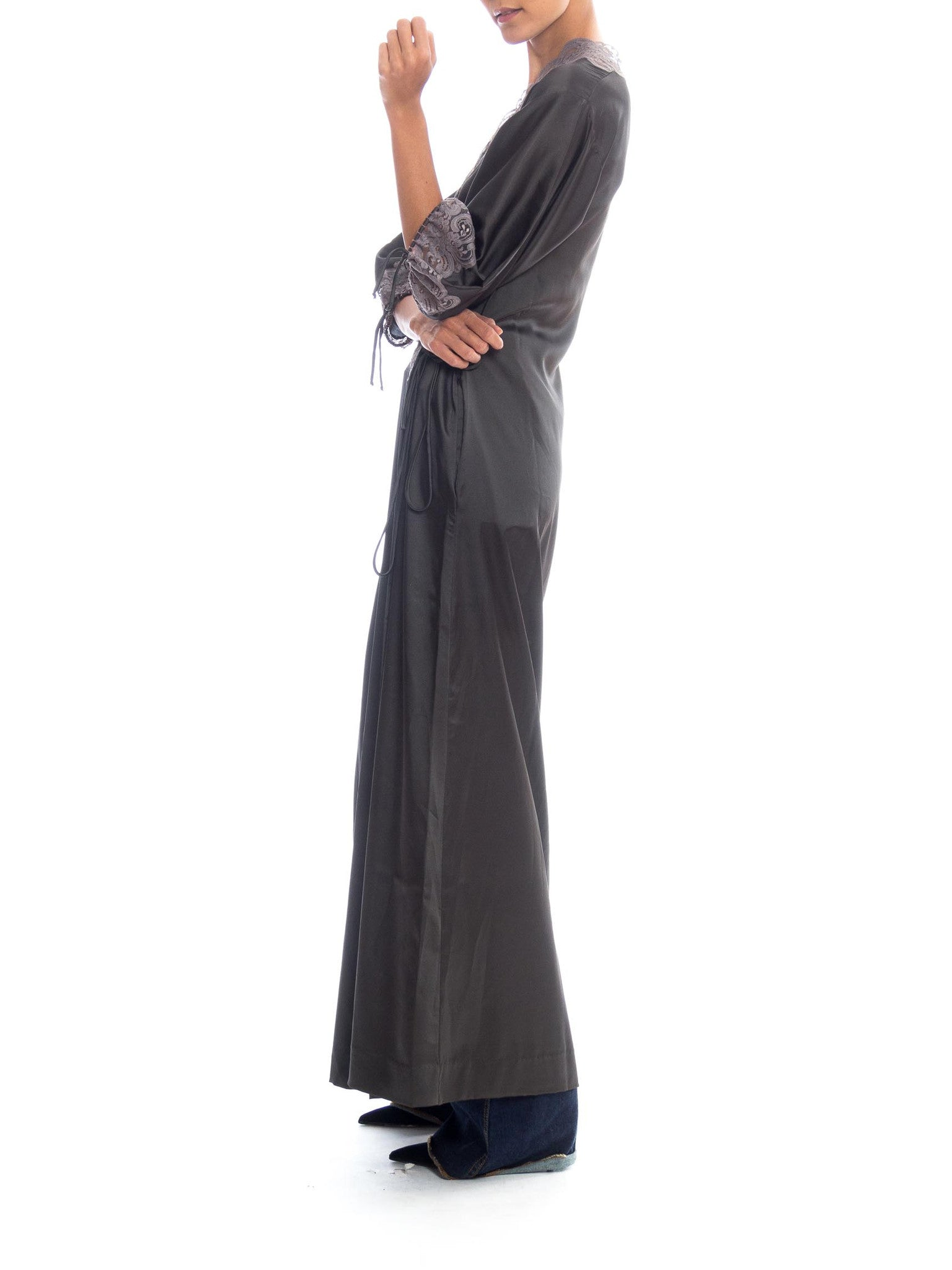 1970S SAKS FIFTH AVENUE Dark Grey Polyester Satin & Lace Negligee With Matching Wrap Robe