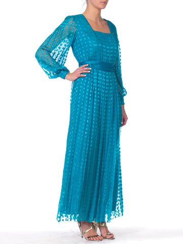 1970S RICHILENE Teal Silk & Lurex Fil Coupé Semi Formal Long Sleeved Gown With Satin Ribbon Sash