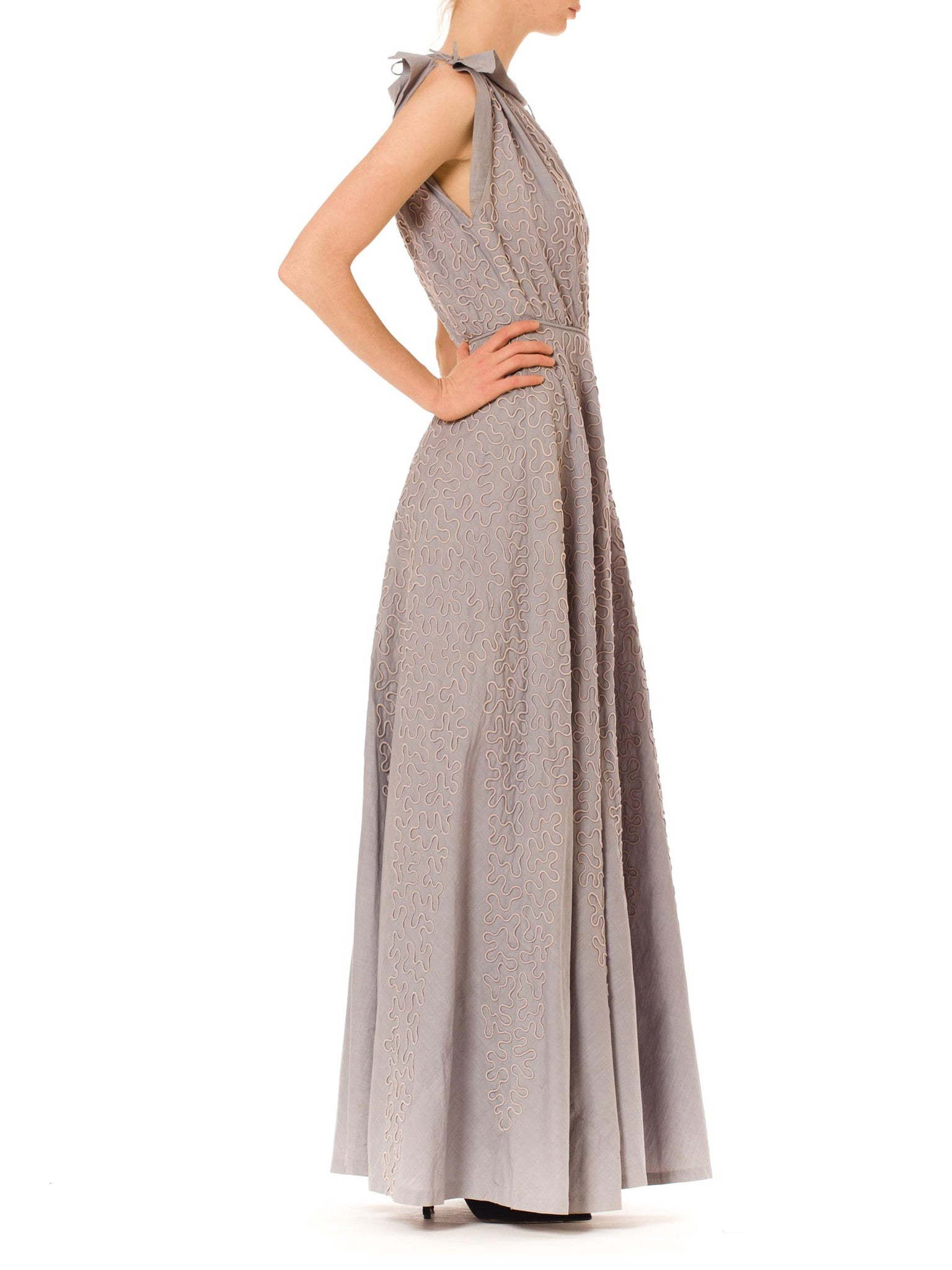 1940S OMAR KIAM Dove Grey Cotton Elaborately Embroidered Summer Gown With Shoulder & Waist Ties