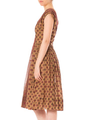 1950s Small Medallion Print Full Circle Skirt Sleeveless Dress