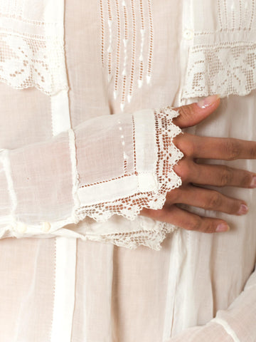 1910 White Sheer Cotton Voile Blouse With Squared Collar Trimmed In Rose Filet Lace