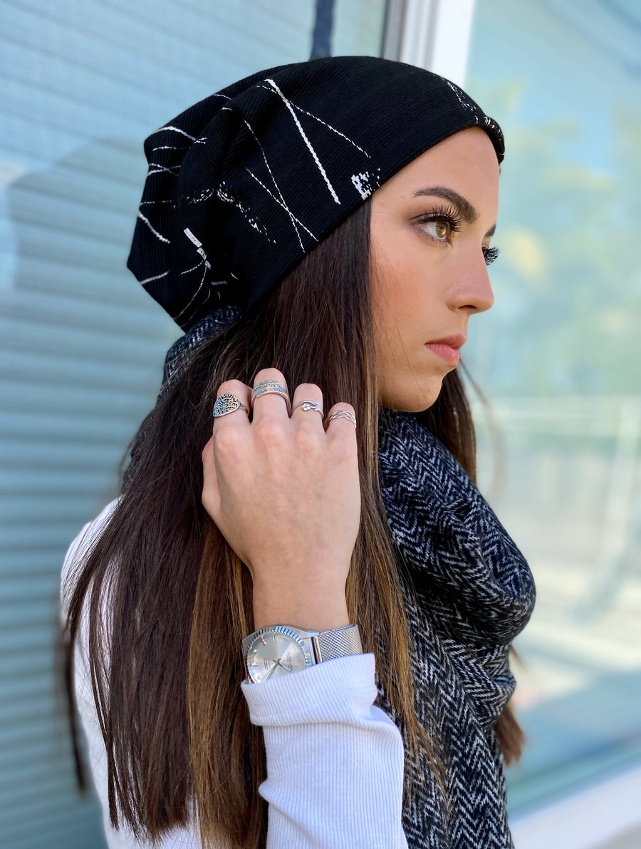 Abstract lines Beanie