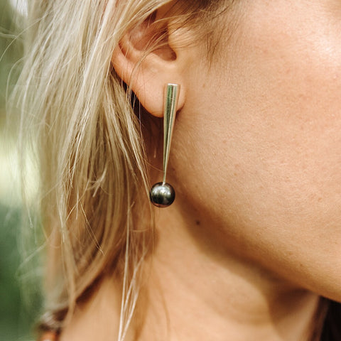Thorn Earring in Tahitian Pearl