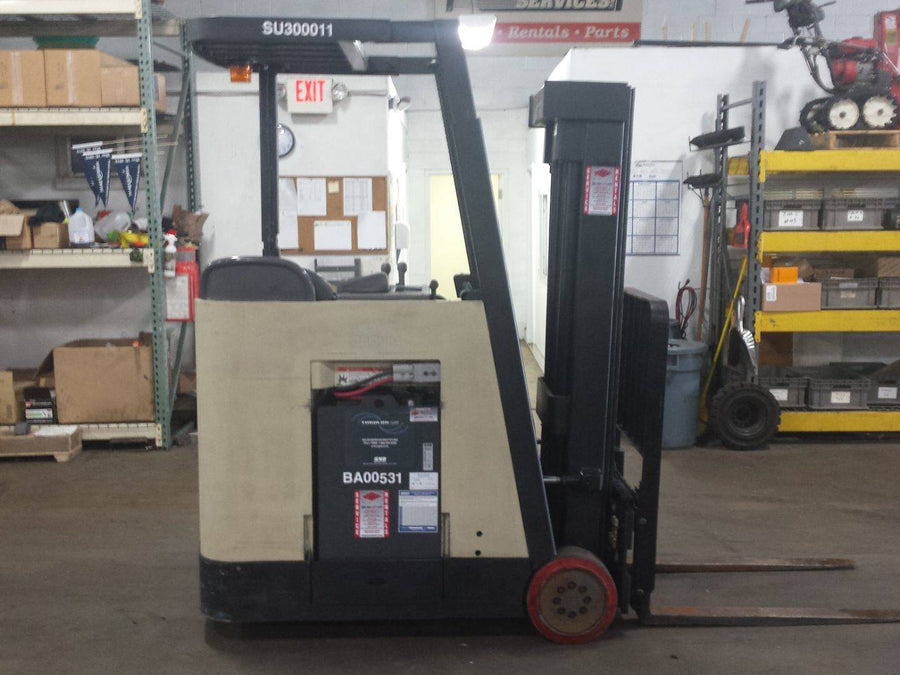 2005 CROWN RC3020-35 Narrow Aisle Stand Up Order Pickers SN 2107