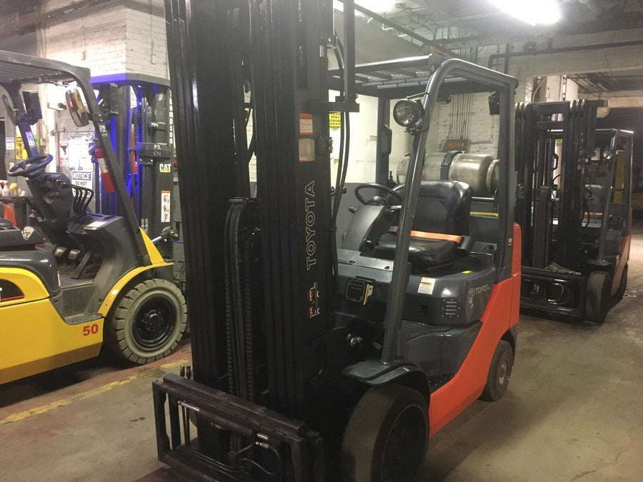 2015 Toyota 8FGCU25 Cushion Tire Forklift SN 2077
