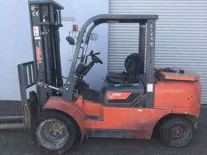 2015 VIPER LIFT TRUCKS FD45 Pneumatic Tire Forklift SN 2075