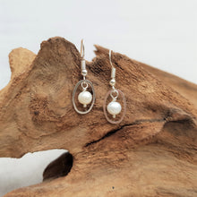 Load image into Gallery viewer, Delicate Pearl Earrings
