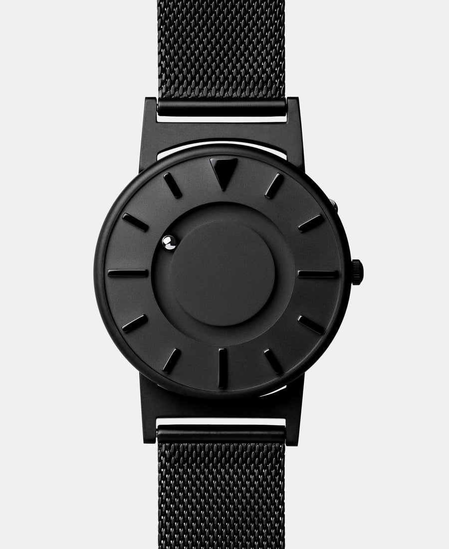 A photo of the front of the watch.