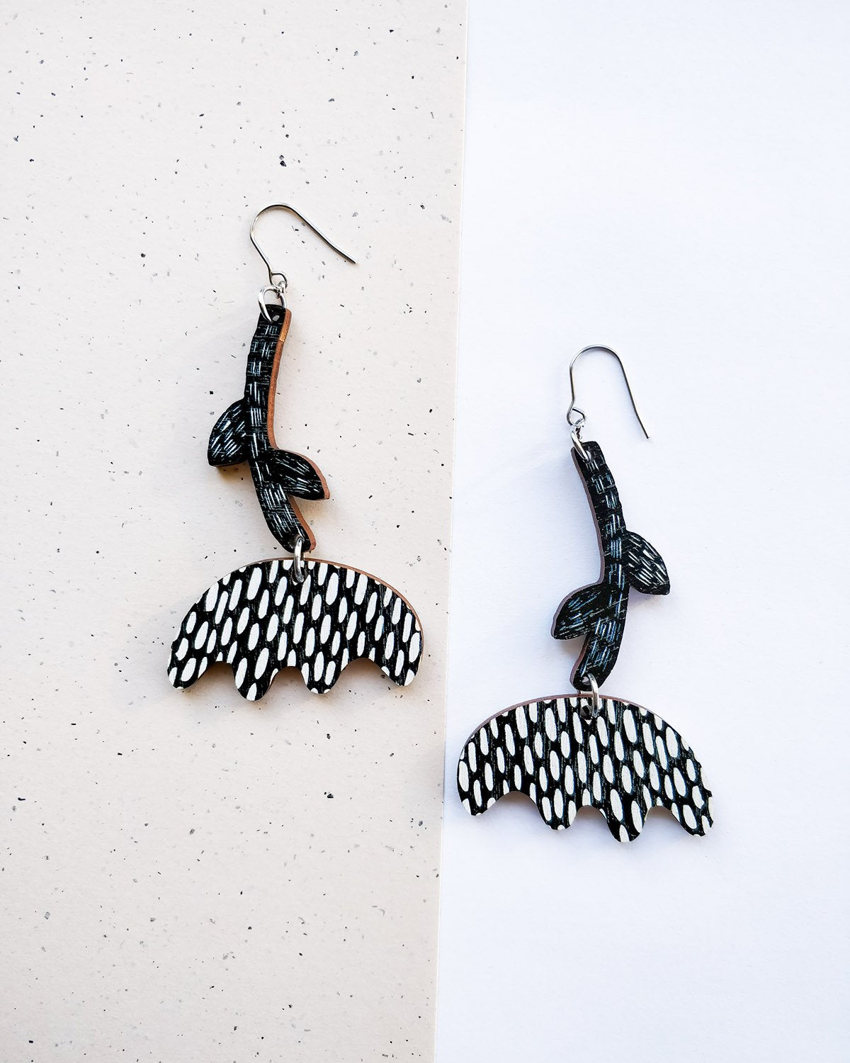 Vuokko Earrings Black/White