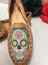 Load image into Gallery viewer, Skull Image huaraches