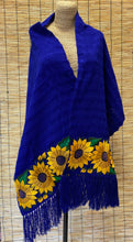 Load image into Gallery viewer, Shawl with flowers/Reboso con flores