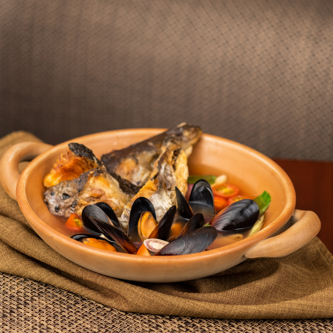 Tom Khlong Norwegian Salmon Head and Chilean Black Mussels