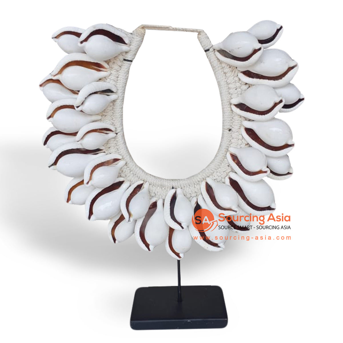 EXA119 PAPUA SHELL NECKLACE ON STAND