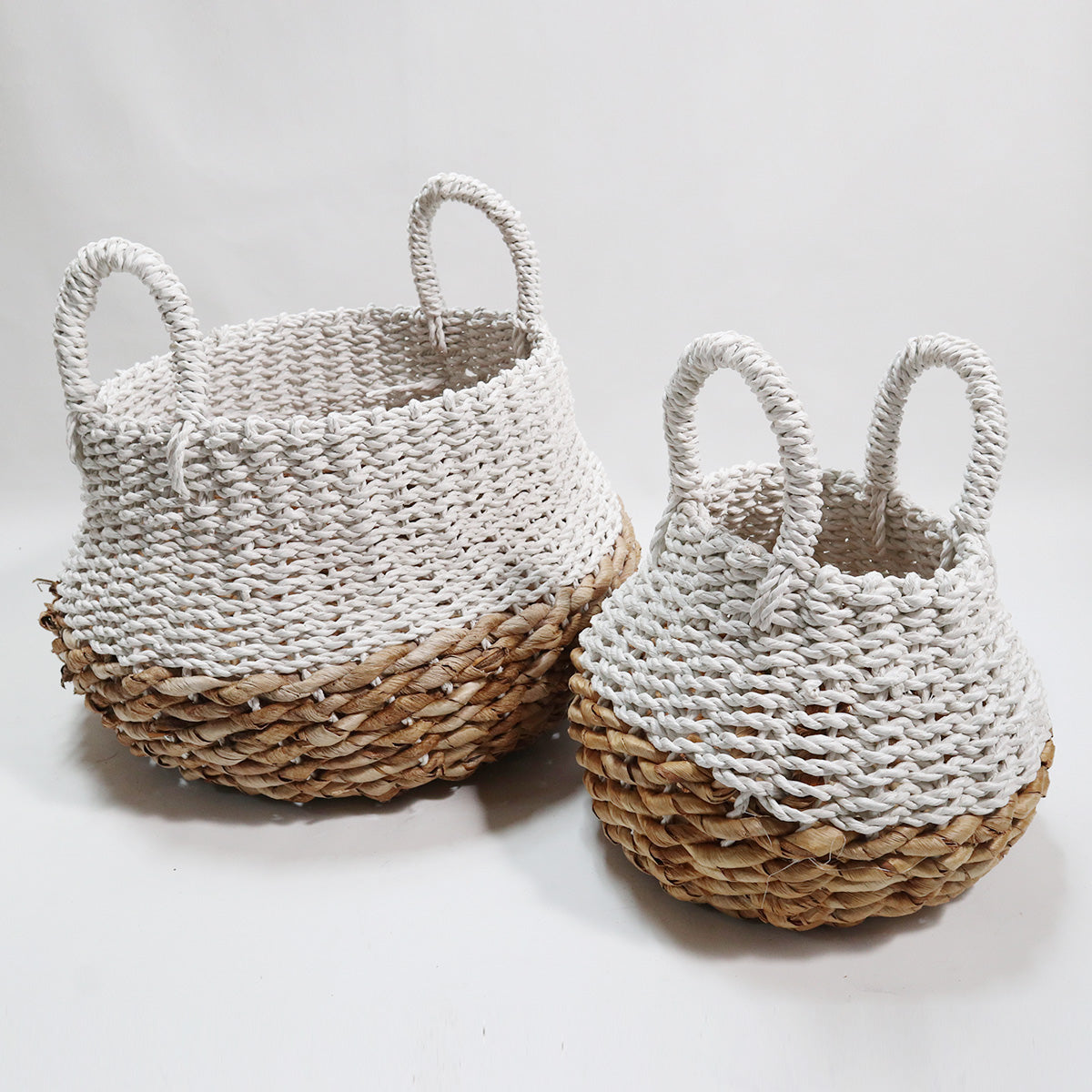 HBSC076 SET OF 2 MENDONG AND SEA GRASS NATURAL AND WHITE BASKETS