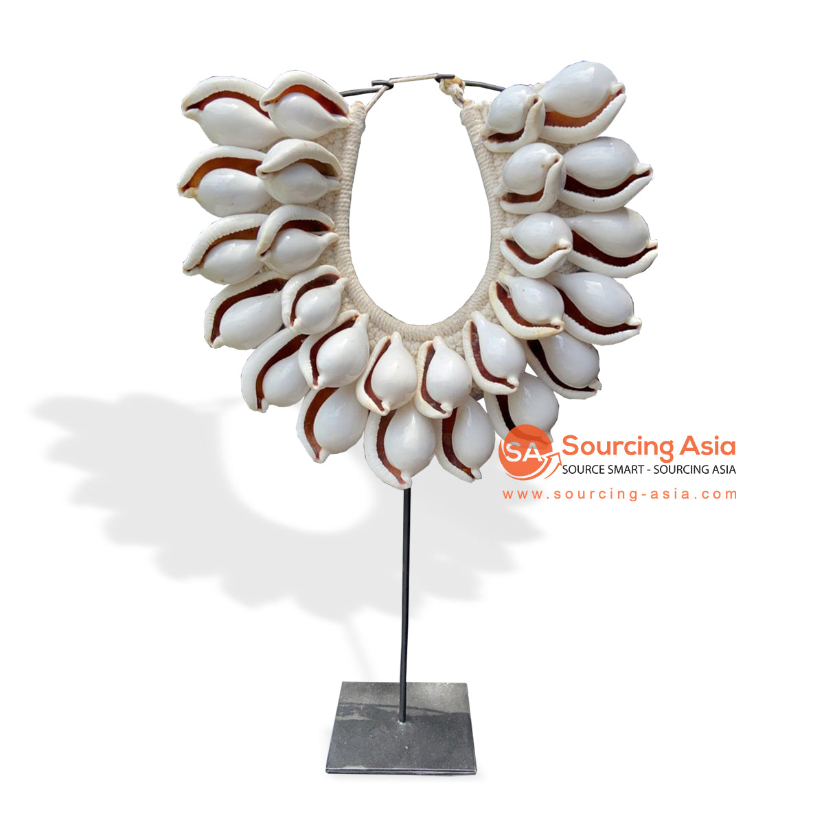 KNT046 SHELL NECKLACE ON STAND