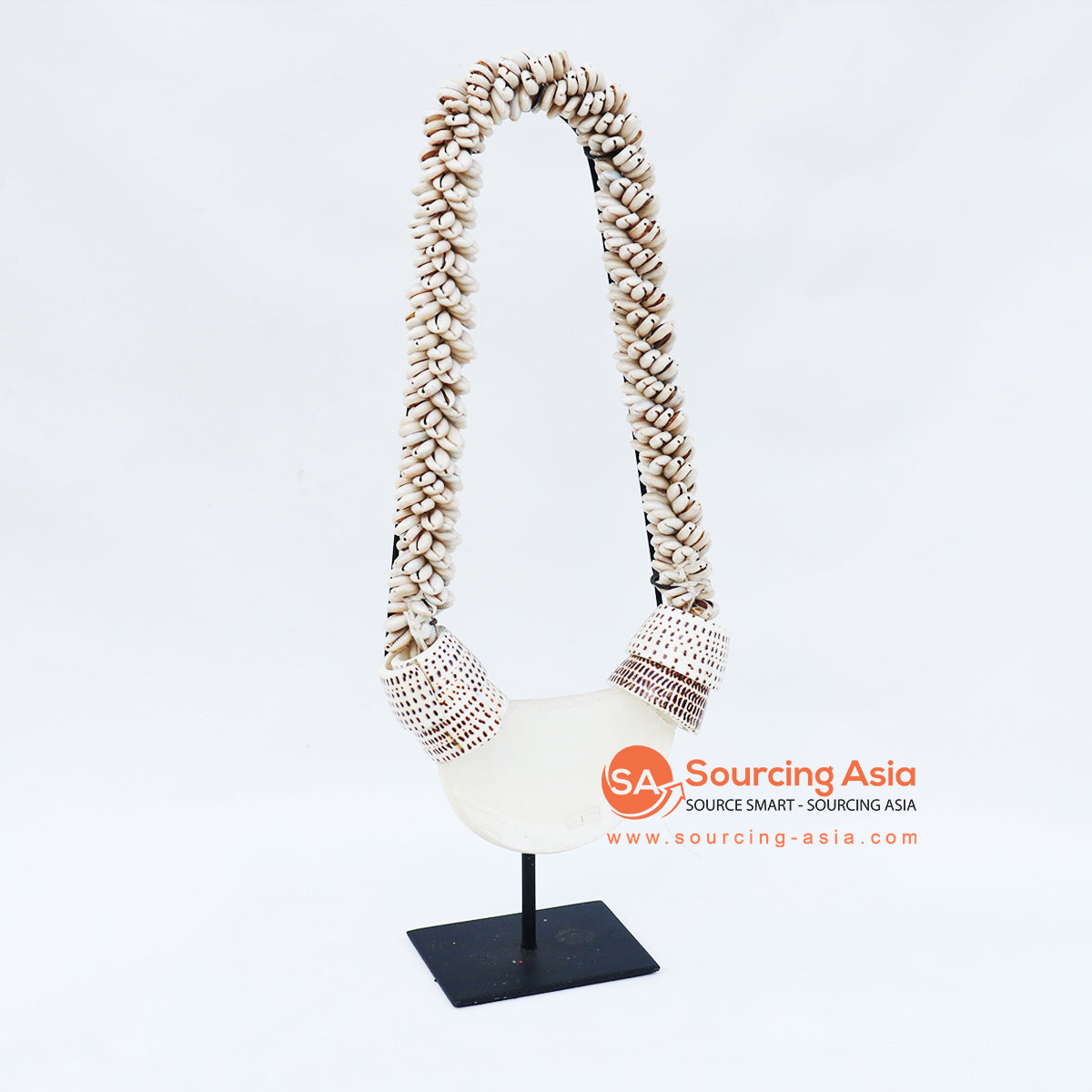 KNTC058 PAPUA SHELL NECKLACE ON STAND