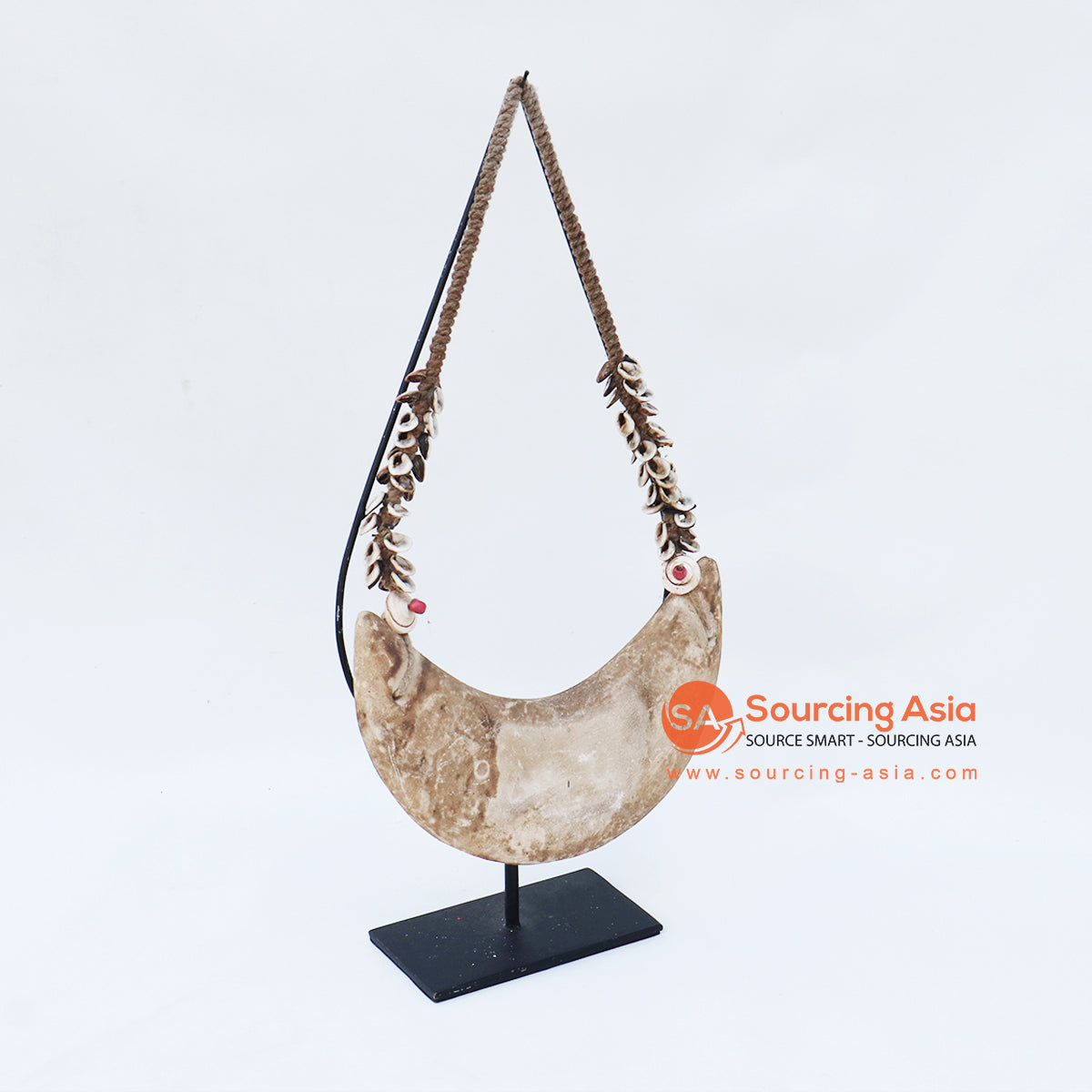 KNTC060 PAPUA SHELL NECKLACE ON STAND