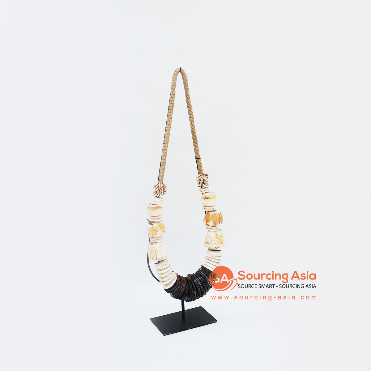 KNTC072 PAPUA SHELL NECKLACE ON STAND