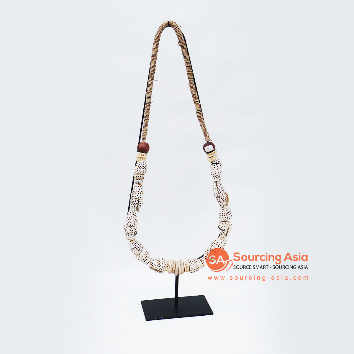 KNTC076 PAPUA SHELL NECKLACE ON STAND