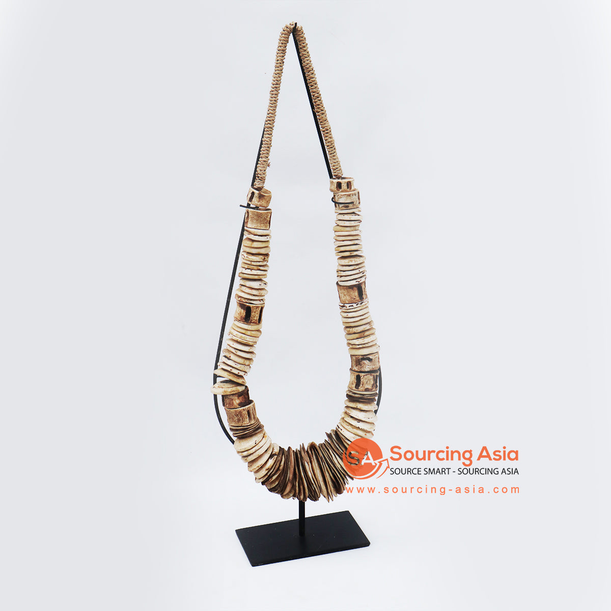 KNTC077 PAPUA SHELL NECKLACE ON STAND