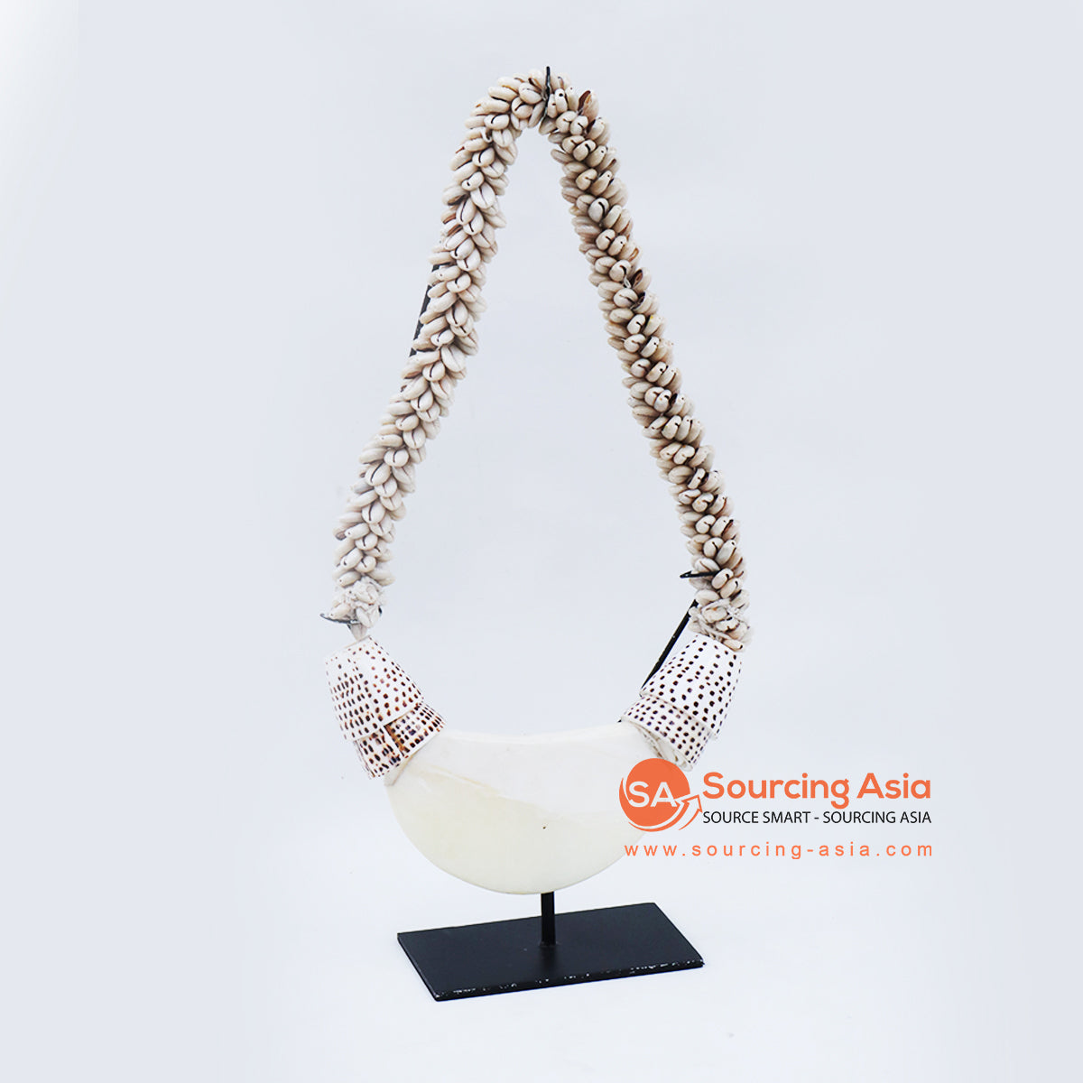 KNTC092 PAPUA SHELL NECKLACE ON STAND