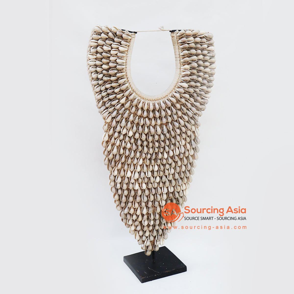 KNTC097 PAPUA SHELL NECKLACE ON STAND