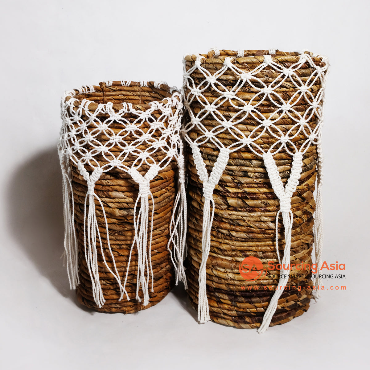 MRC037 SET OF TWO NATURAL BANANA FIBER BASKETS WITH WHITE MACRAME