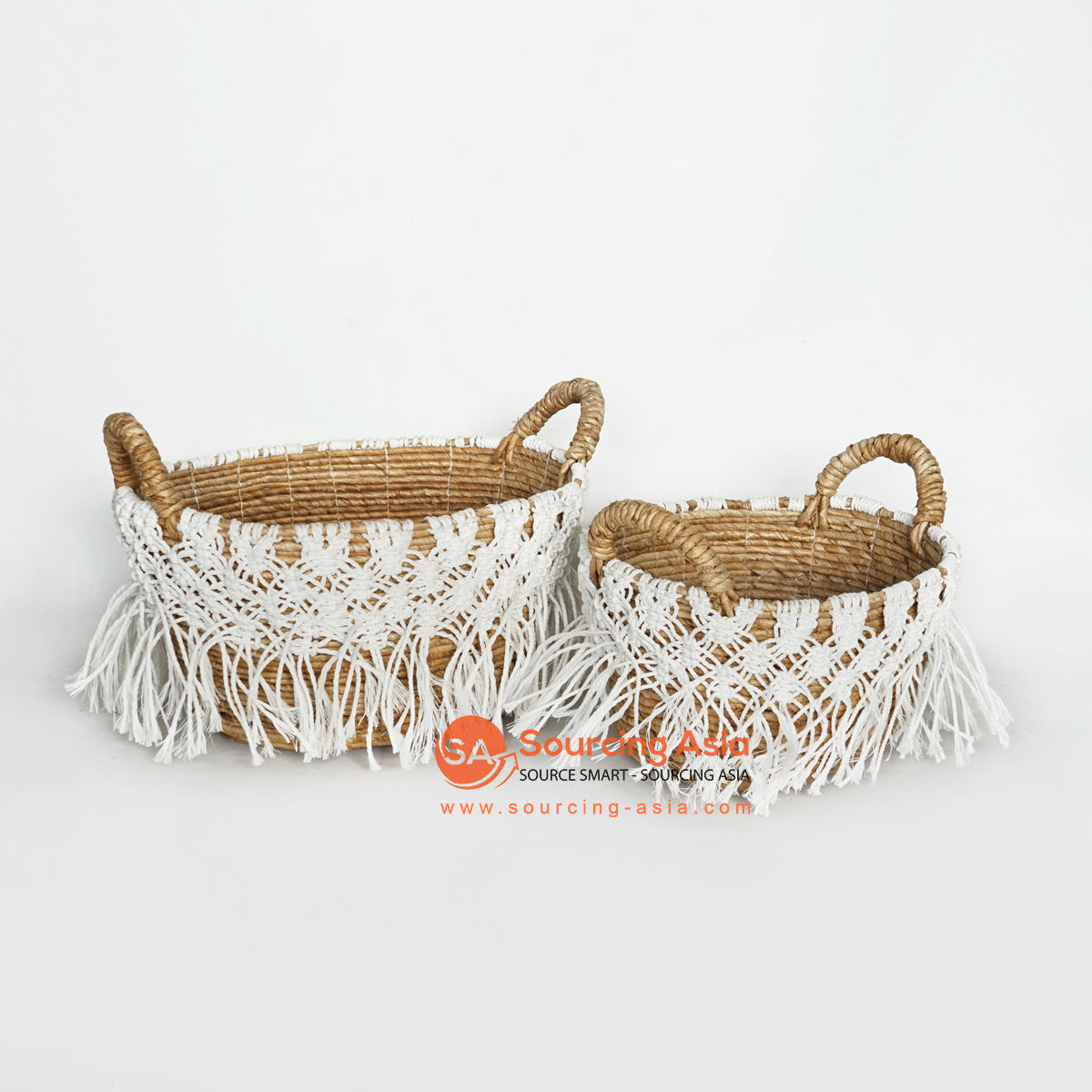 MRC132 SET OF TWO NATURAL BANANA FIBER BASKETS WITH WHITE MACRAME AND HANDLE