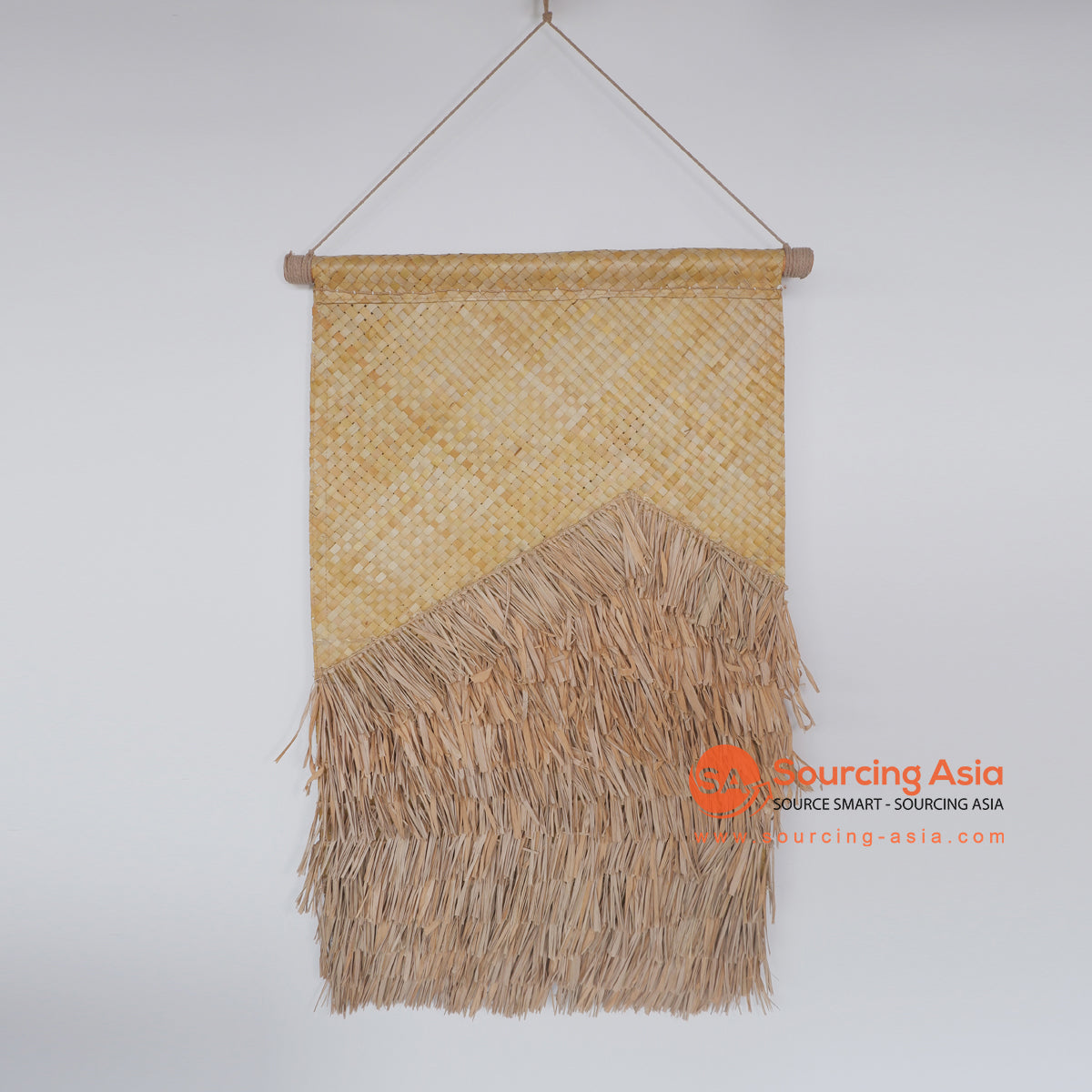 MRC328 NATURAL WOVEN PANDANUS AND MENDONG WALL DECORATION