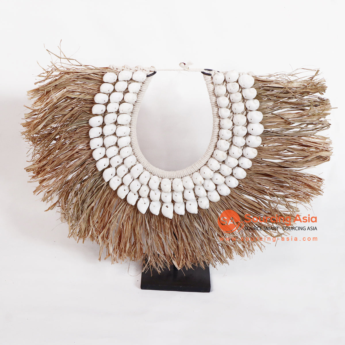 ROB003 NECKLACE WITH SHELL ON STAND