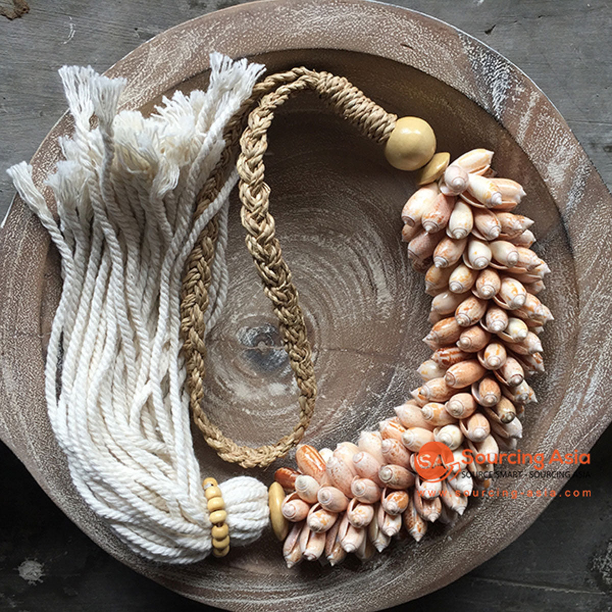 SHL047-21 NATURAL SHELL DECORATIVE TASSEL WITH MACRAME YARN